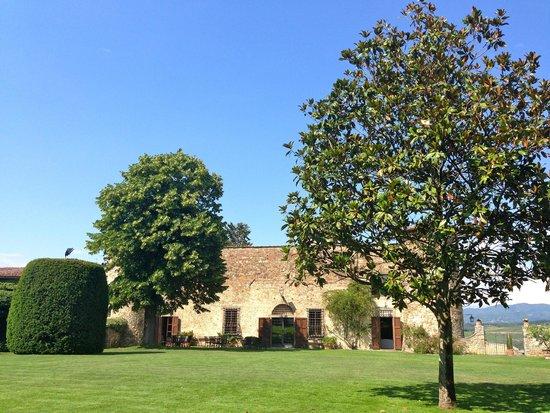 Castello di Gabbiano: Gardens at rear of castle