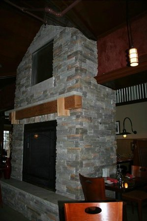 Otter Cove Restaurant: Fireplace Inside