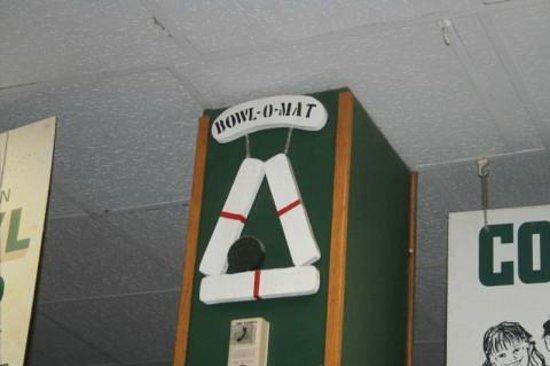 Beverly Bowl-O-Mat : Sign at Desk