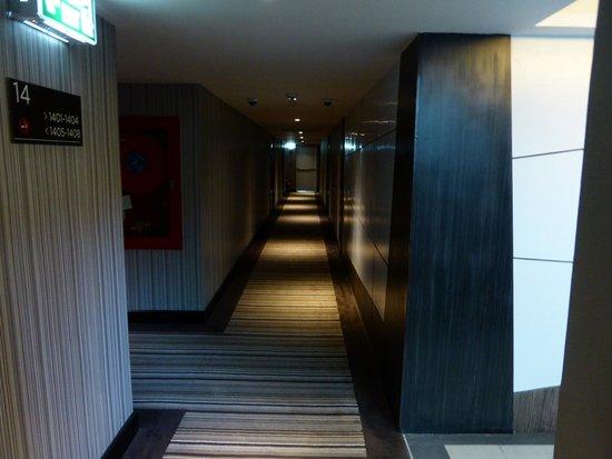 Golden Tulip Mandison Suites: Corridor from room