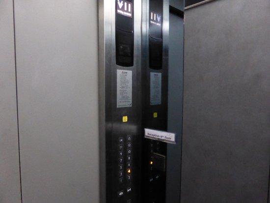 Golden Tulip Mandison Suites: The lift/elevator