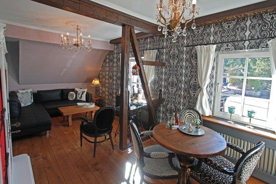 Woonkamer Appartement Hexenkessel, achterin de keuken - Bild von ...