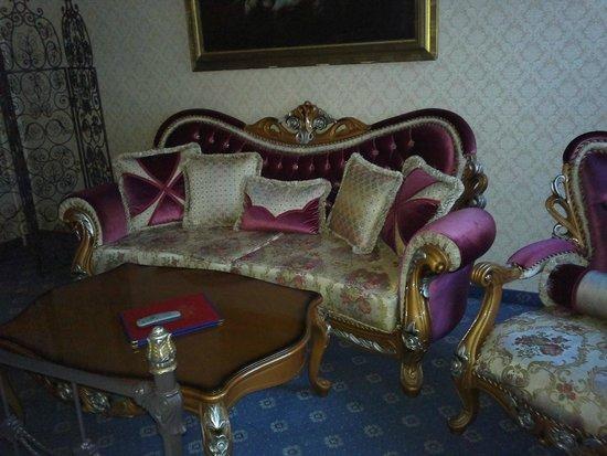 Hotel Urania: Imperial sofa