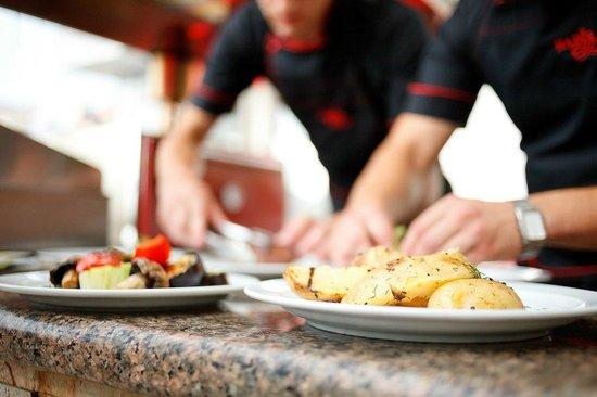 Nadiya Hotel & Restaurants: Grilled steaks and vegetables