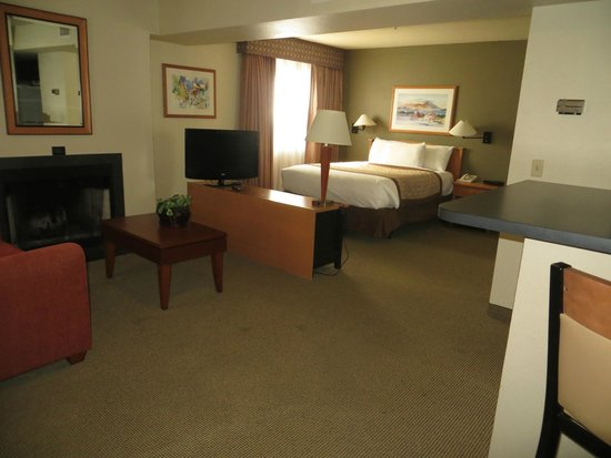 Hawthorn Suites by Wyndham Kent/Sea-Tac Airport : Bed