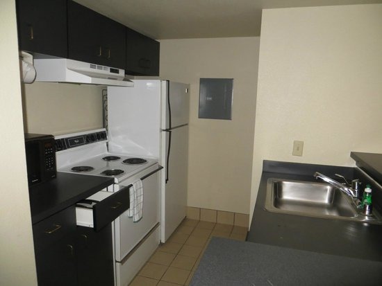 Hawthorn Suites by Wyndham Kent/Sea-Tac Airport : Kitchen