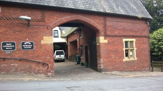 The Stables Tea Room: Entrance of Heritage centre - tea room to right