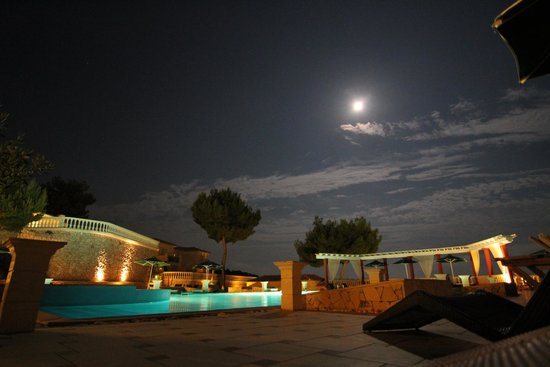 Mabely Grand Hotel: Pool