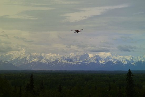 Talkeetna Alaskan Lodge: Mt McKinley and the Alaskan range from our room