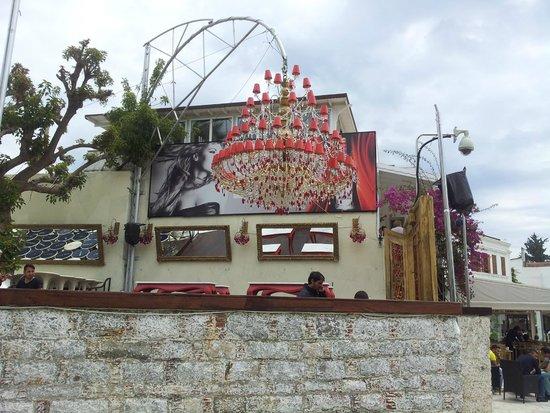 Hotel Manastir: Restaurante visto da área das piscinas.