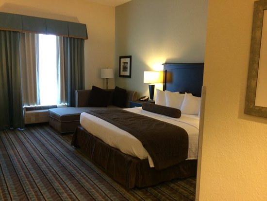 Best Western Plus Chain Of Lakes Inn & Suites: Our room
