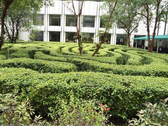 Shangri-La Hotel Kuala Lumpur: Gardens at the hotel