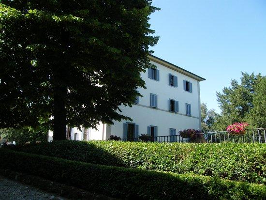 Villa Montarioso : вид на здание