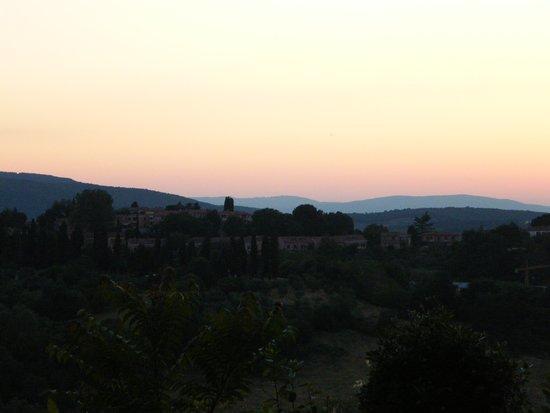 Villa Montarioso : Вид от парковки