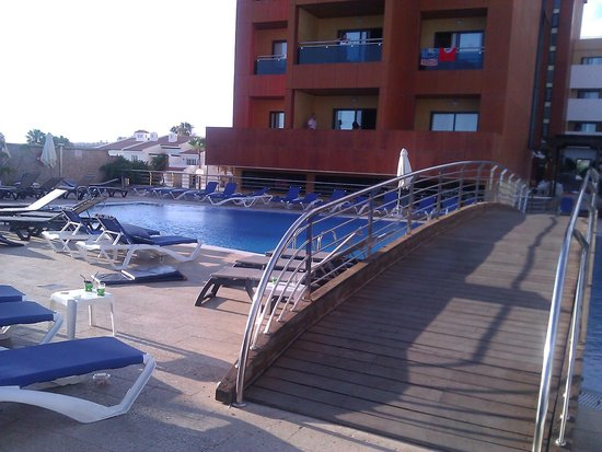 Be Live Experience La Nina: hotel and pool
