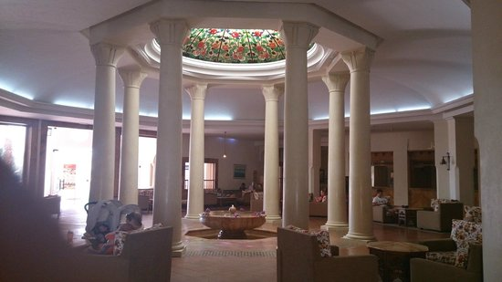 Medina Belisaire & Thalasso: plafond réception