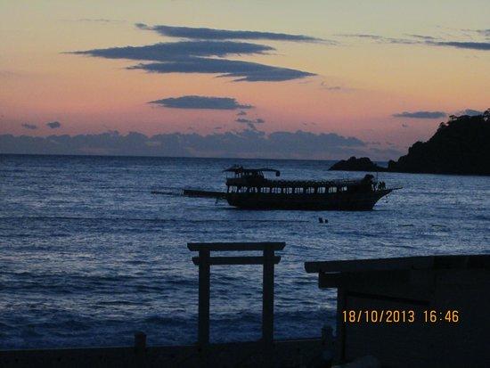 Belcehan Delux: Sundown by the beach