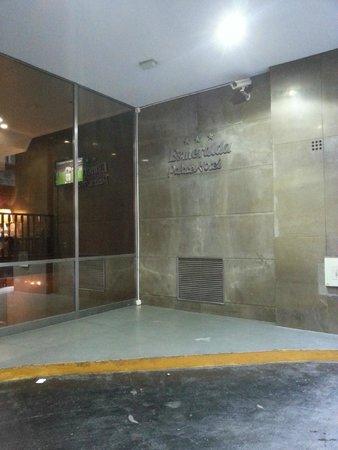 Esmeralda Palace Hotel: En la entrada
