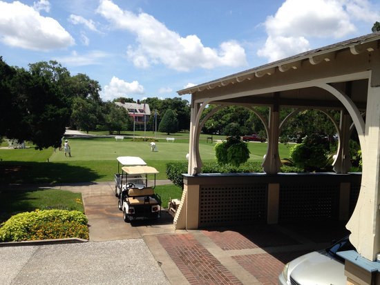 Jekyll Island Club Resort: Valet area and Crocet play area