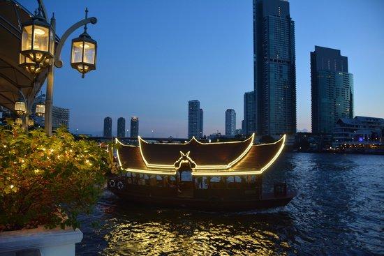 The Peninsula Bangkok: View to the river