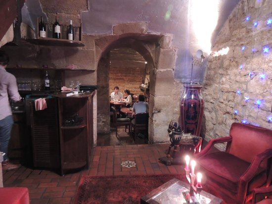 Le Caveau de L'isle: Lower level, dining rooms on each side