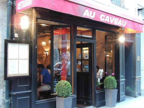 Le Caveau de L'isle: Front Entrance/Facade