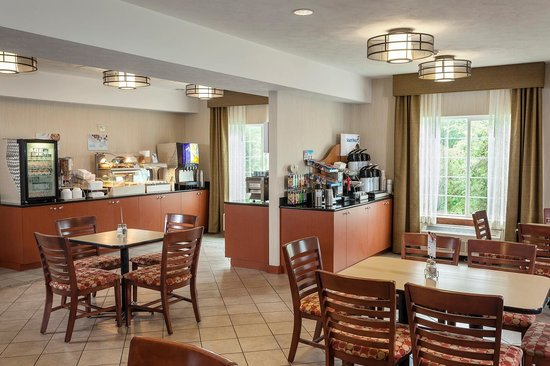 Holiday Inn Express Anchorage : Complimentary Breakfast Area