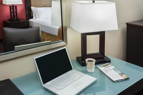 Holiday Inn Express Anchorage : Spacious Work Station