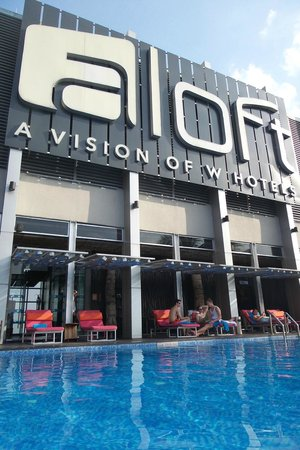 Aloft Kuala Lumpur Sentral : Infinity Pool on the rooftop