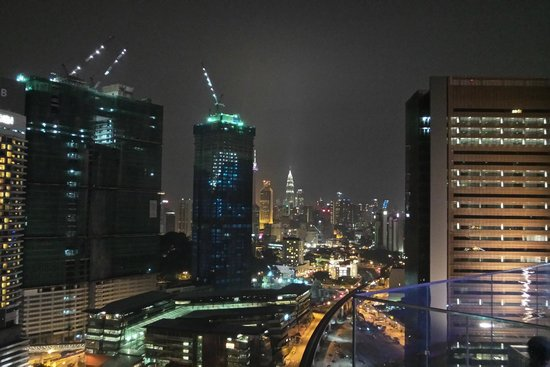 Aloft Kuala Lumpur Sentral : Night View of the City from the rooftop