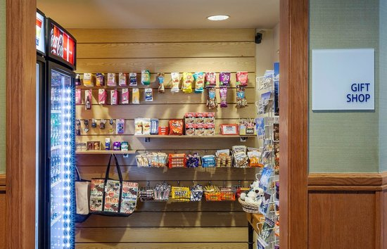 Holiday Inn Express Anchorage : 24 Hour Market