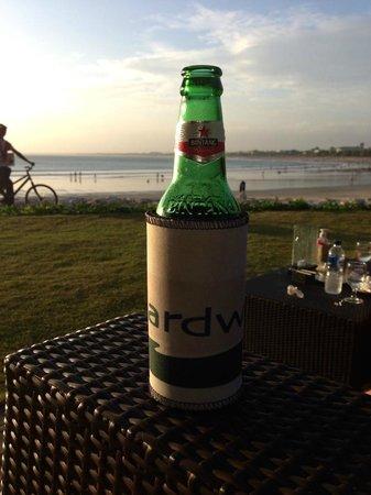 Boardwalk Restaurant & Lounge : Enjoying a cold drink while watching sunset at Boardwalk