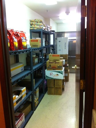 Bishop Creekside Inn : Storage Room right next to our room; activity began here at about 5:15am to start preparation fo