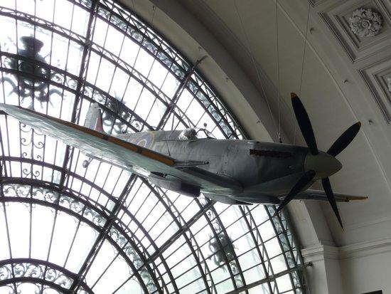 Musée royal de l'armée et de l'histoire militaire : Aviones
