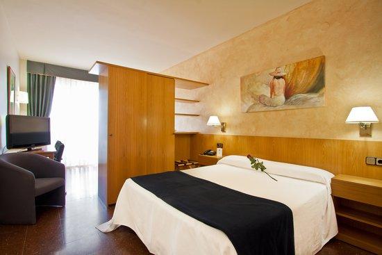 卡拉布里亞雅典娜公寓式酒店