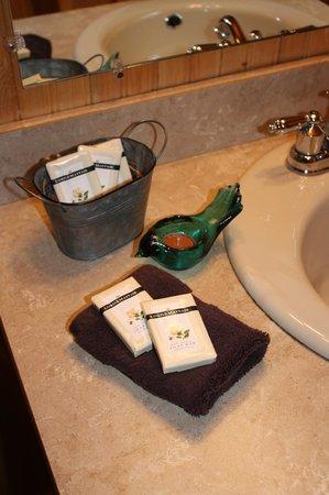 Peckerwood Knob Cabins: Sunrise Cabin Master Bath