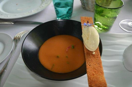 Manoir d'Hautegente : soupe glacée à la tomate avec gelé de citronnelle et glace à la moutarde