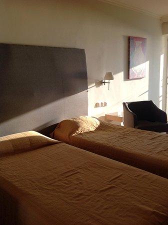 Arina Sand Resort : Bedroom  dull and drab