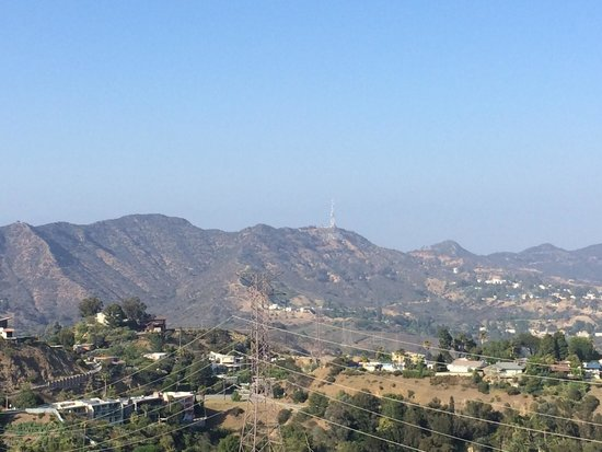 Runyon Canyon Park: Hollywood sign in the distance at Runyon canyon