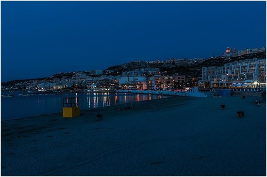 db Seabank Resort + Spa: Sunset Mellieha Beach and Seabank Hotel