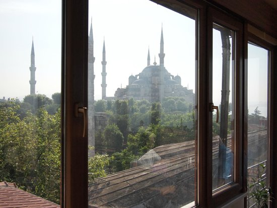 Hotel Spectra: View of the Blue Mosque from the rooftop cafe