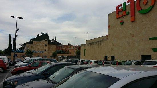 Hotel Horus: Hotel is very near a big shopping mall