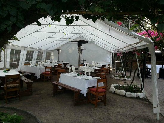 Mo's on Rex: Tent available for weddings