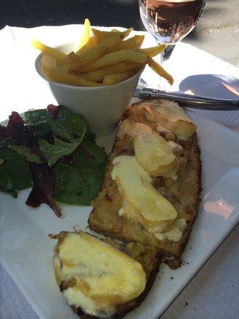 L'Escapade: Monte Carlo sandwich.