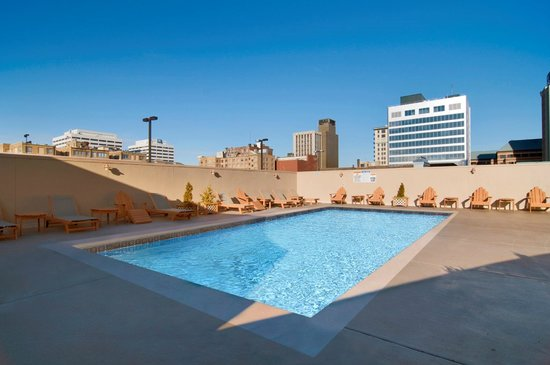 Hilton Knoxville: Rooftop Pool