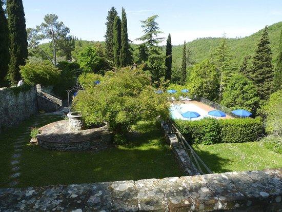 Tenuta di Ricavo: Zona de piscina y jardín
