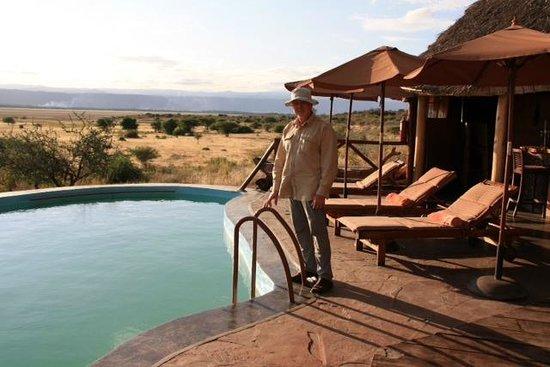 Rift Valley Photographic Lodge: Pool und Blick in die Landschaft