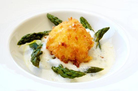 Vivaldi by Alfredo Russo: Crispy egg & asparagus with tallegio
