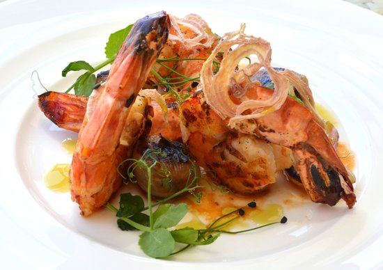 Vivaldi by Alfredo Russo: Prawns on coal with onions, cooked under ash