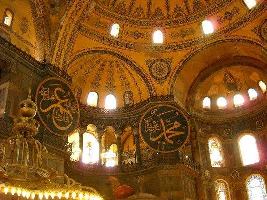 Musée et basilique Sainte-Sophie : Pintura e Arquitetura do interior da Igreja